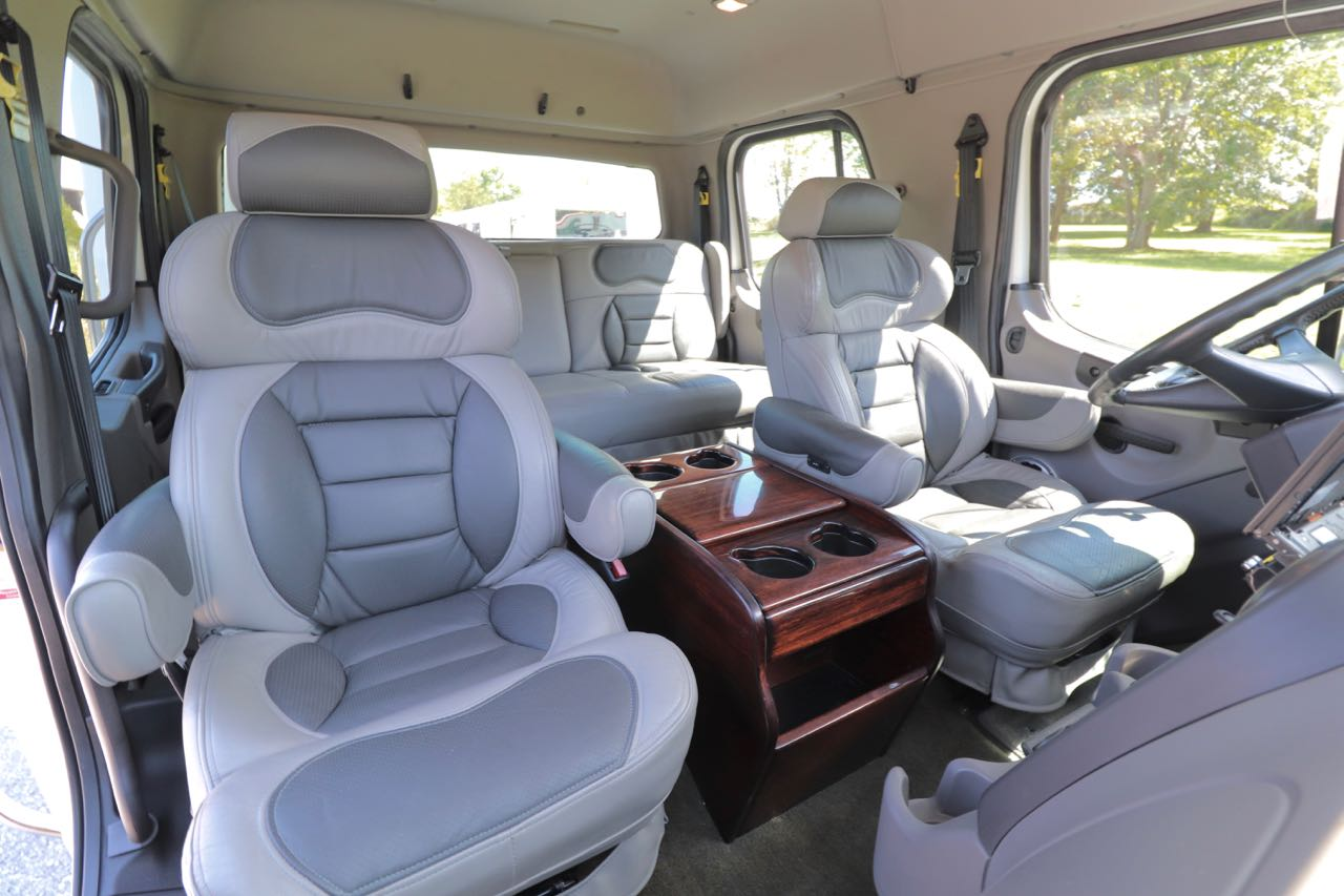 Freightliner M2 106 Bench Seat